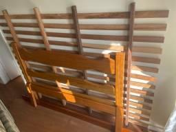Cama de casal - madeira