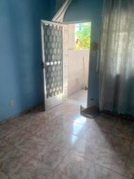 Alugo casa em Madureira.