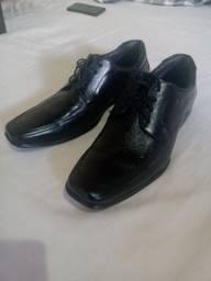 Sapato de Couro Tamanho 43 NOVO
