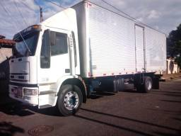 Caminhão toco bau 8 metros - 2008