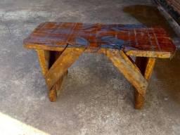 Vendo banquinhos de madeira .20 reais cada uma