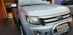 Caminhonete Ford Ranger cabine dupla diesel 4x4 - 2013