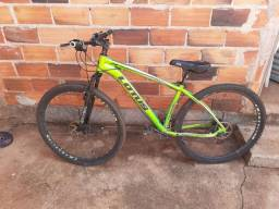 Vende-se uma bicicleta aro 29 de trilha.