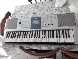Teclado Yamaha PSR -E 323