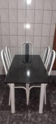 Mesa em Granito preta com 6 cadeiras.