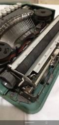 máquina de escrever olivetti lettera 82