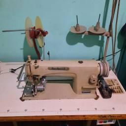Máquina reta com adaptador de tapete fru fru