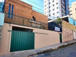Aluga / Prado/ Casa com piscina / 04 qts/ suíte/ arms/ 03 vagas/ Próx. Rua Cuiabá
