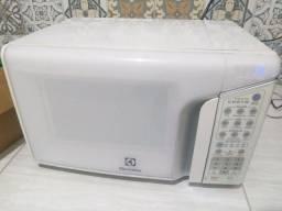 Título do anúncio: Micro-ondas Electrolux 31 Litros