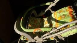 Carrinho de Bebê  e cadeirinha para alimentação  ,  2  em  1   -    200,00