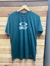 Camisetas R$ 28,00 cada, à vista