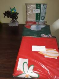 Título do anúncio: Toalha de mesa natalina  tam 140cm × 220cm