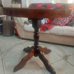 Mesa redonda de madeira sem o tampo