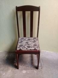 Vendendo esta 2 cadeiras de madeira maciças