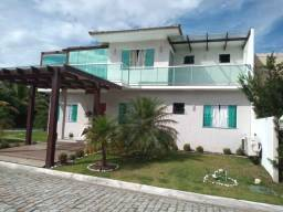 Duplex com 04 quartos, piscina, churrasqueira em condomínio no centro de São Pedro