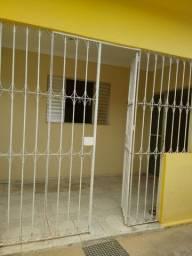 Vende-se 2 casas pelo preço de 1 - Valor: R$ 140.000,00 - Área total do Terreno: 10 X 25m²
