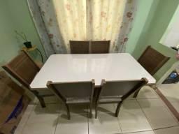 Mesa em MDF com 6 cadeiras