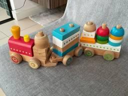 Brinquedo trenzinho de madeira