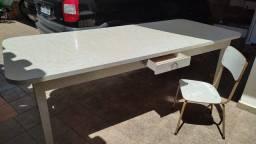 Título do anúncio: Mesa maciça revestida com fórmica e doze cadeiras