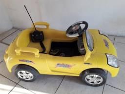 Carro infantil com controle remoto. (Precisa trocar a bateria)