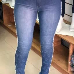 Vendo calça jeans/ com desenho feito aleiser