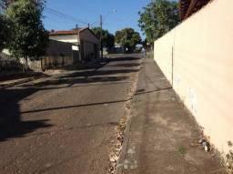 Casa próximo à faculdade UEG pego casa em Goiânia ou chalé em caldas de menor valor