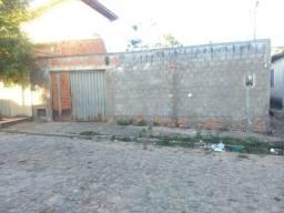Casa por trás da Nova FAP com 1 quarto sala cozinha terreno 10X20 todo Murado