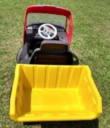 Caminhão pedal Magic Toys