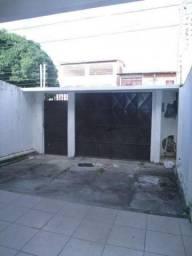 Casa 3 quartos, a poucos metros da Avenida José Leon.