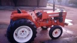 Trator Agrale 4200 com seus equipamentos