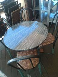 Mesa de jantar redonda 4 cadeiras nova