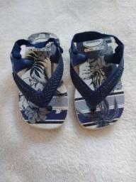 Roupas e sapatos de bebê