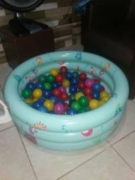 Piscina com 90 bolas