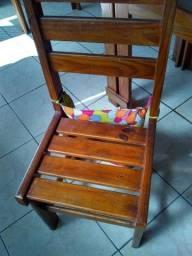 Cadeira de madeira.