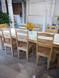 Mesa com 8 cadeira