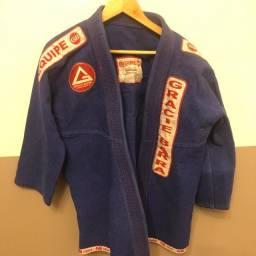 Kimono P azul em ótimo estado de conservação