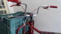 Bicicleta cargueira em perfeito estado