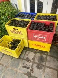Vendo caixas com cascos vazios de Cervejas e refrigerantes