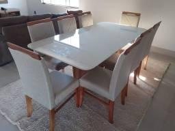 Mesa com 8 assentos de madeira maciça