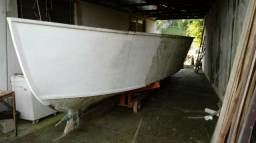 Barco em construçao