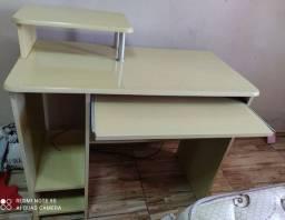 Mesa de computador, semi usada
