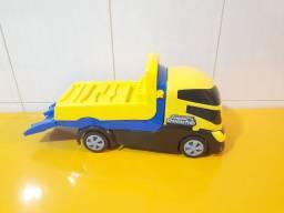 Brinquedo caminhão