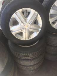 Jogo de rodas com os pneus  aro 14 da Gm