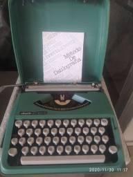 Máquina de Datilografar Olivetti Lettera 82