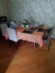 Mesa com tampo de vidro + 6 cadeiras + aparador com tampo de vidro