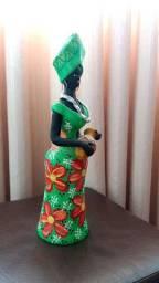 Africana em cerâmica