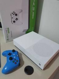 XBOX ONE S - SEMI NOVO ATÉ 10X NO CARTÃO