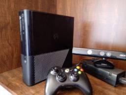 Xbox 360 250GB COMPLETO Kinect Manetes Inúmeros Jogos Desbloqueado c/Xbox Live