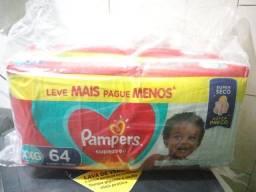 Título do anúncio: Fraldas descartáveis 2 pacotes 100 reais