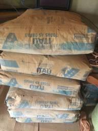 Título do anúncio: Vendo 15 sacas de cimento Itaú
